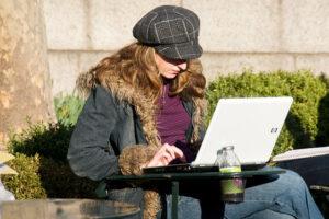 A szövegíró bárhonnan dolgozhat